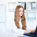 元小売(短大卒アラサー女性)が実務未経験から事務の正社員に転職出来た理由。小売業から年収400万の事務職にキャリアアップ